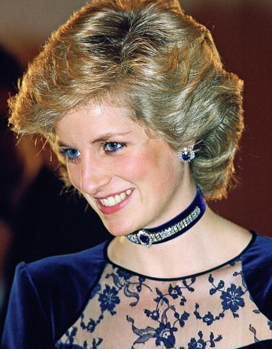 Safira provavelmente foi a pedra preciosa preferida da princesa Diana