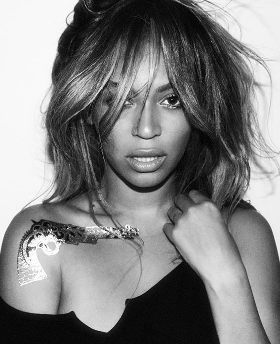 Beyonce usando flash tattoo