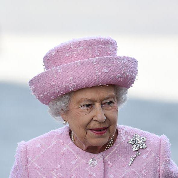 broche rainha elizabeth