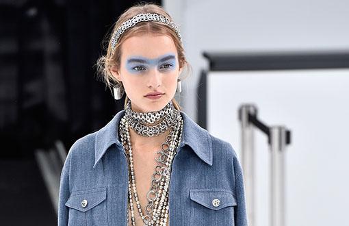 Desfile Chanel bijuterias coleira de elos acessórios