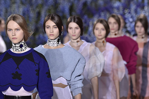 Desfile Dior Paris Fashion Week Verão 2015 - Bijuteria Choker Coleira (Fonte: Vogue)