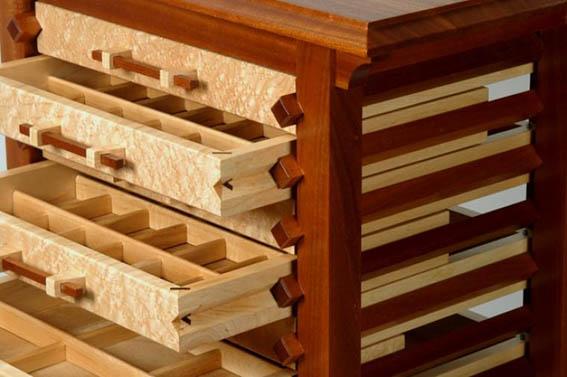 Gaveta de madeira para guardar semijoias e bijuterias finas