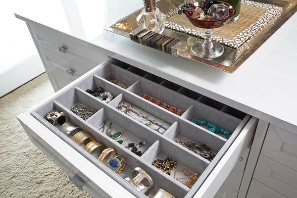Belo organizador de semijoias e bijuterias modernas