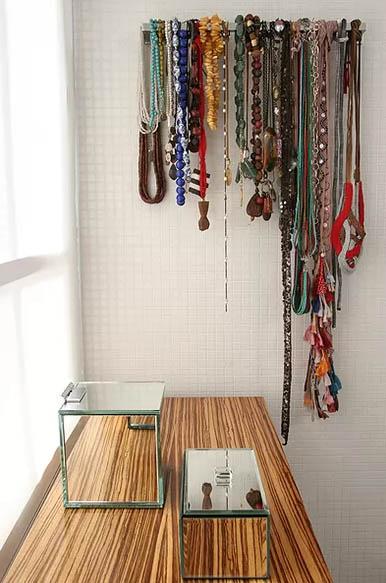 porta toalhas usado para guardar bijuteria