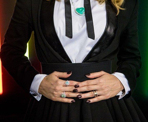 Claudia Leitte usa colar de coração de turmalina paraíba