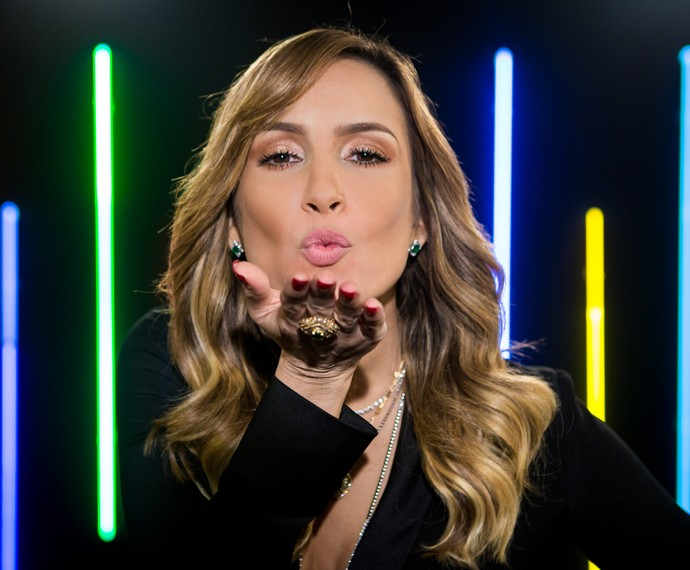 look-claudia-leitte-the-voice-foto-detalhe-beijo