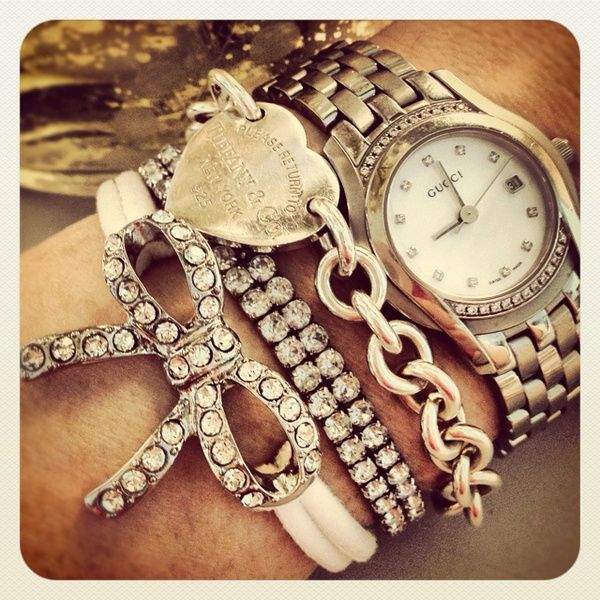 relogio e bijuterias