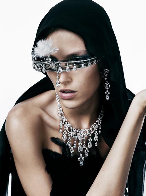 Tiara da famosa joalheria Cartier - Fonte: Vogue