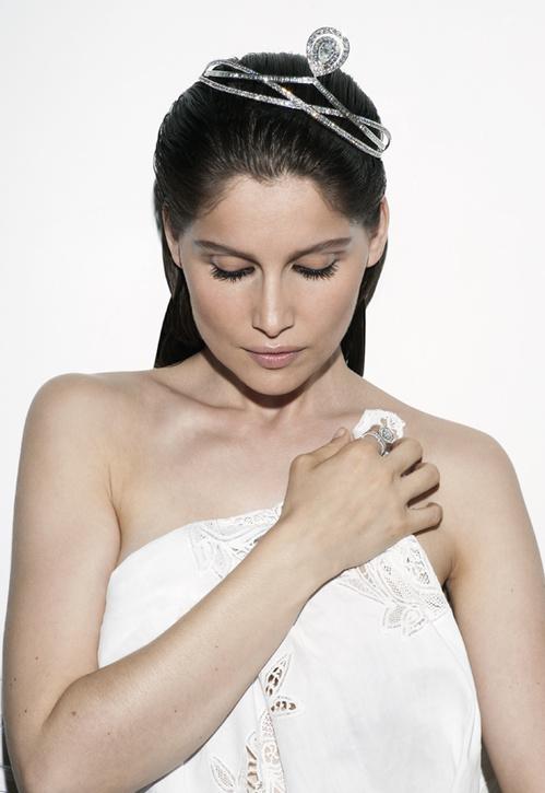 Tiara de brilhantes - Fonte: Vogue