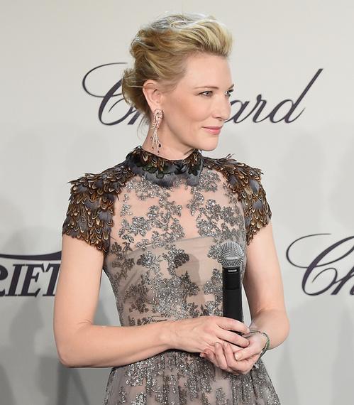 Brincos diferentes de camarão Cate Blanchett