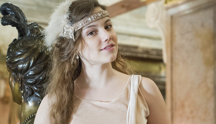 Cecília (Alice Wegmann)