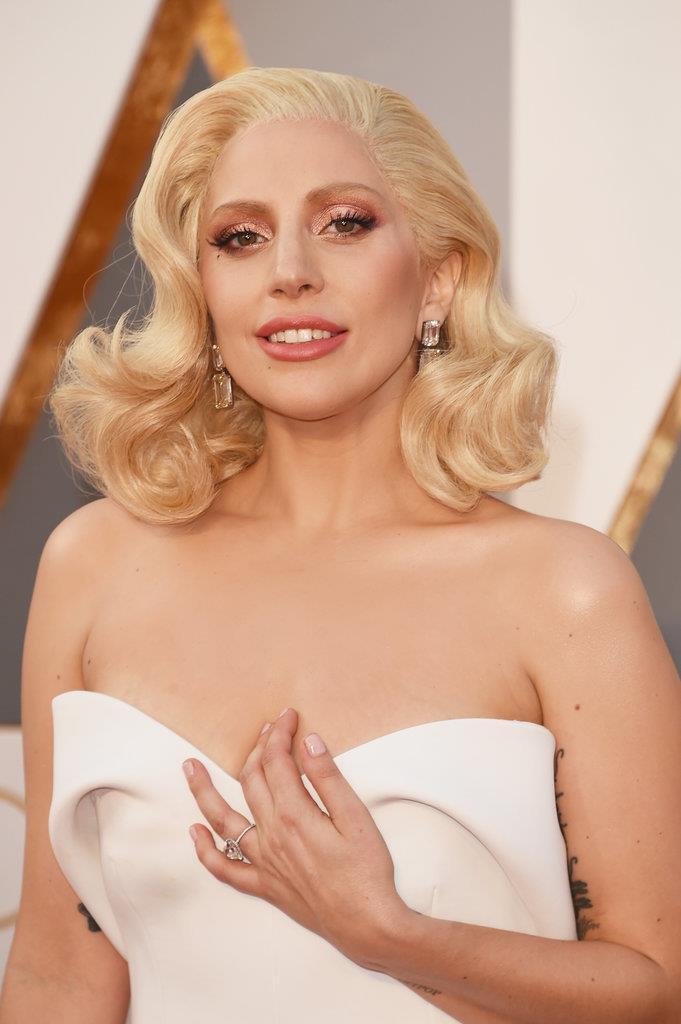 brincos Lady Gaga