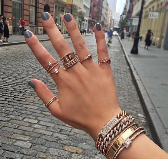 anel no polegar