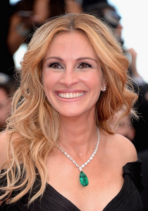 """CANNES, FRANCE - MAY 12: US actress Julia Roberts attends the """"Money Monster"""" premiere during the 69th annual Cannes Film Festival at the Palais des Festivals on May 12, 2016 in Cannes, France. (Photo by Dominique Charriau/WireImage)"""