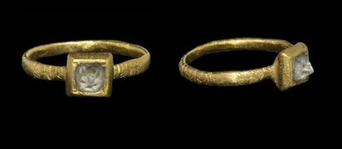 Primeiro anel de noivado