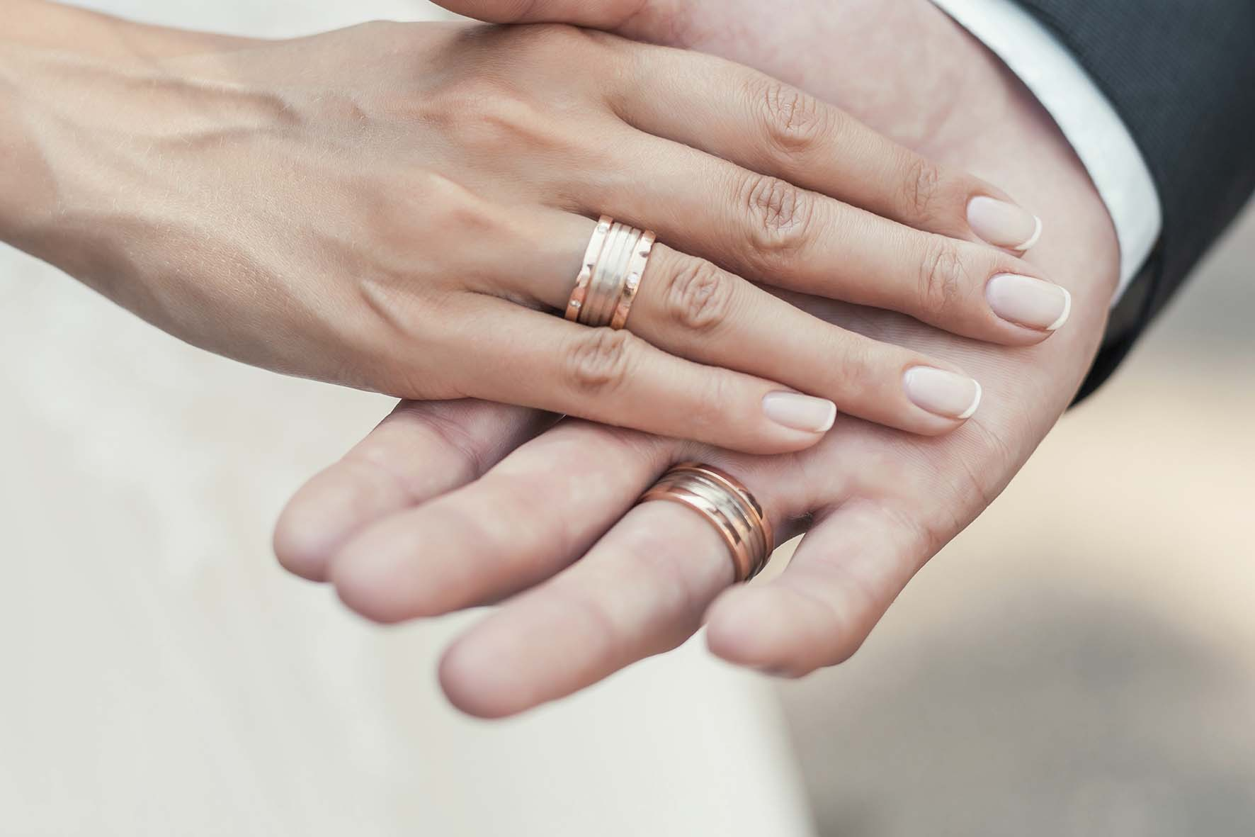Mãos Com Aliança: Conheça A Aliança Para Cada Formato De