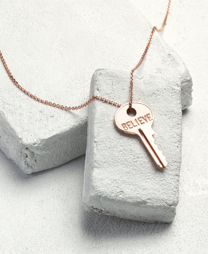 colar chave escrito believe