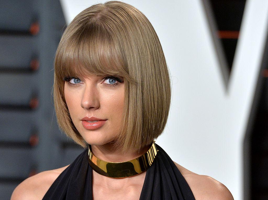 Taylor Choker Dourada
