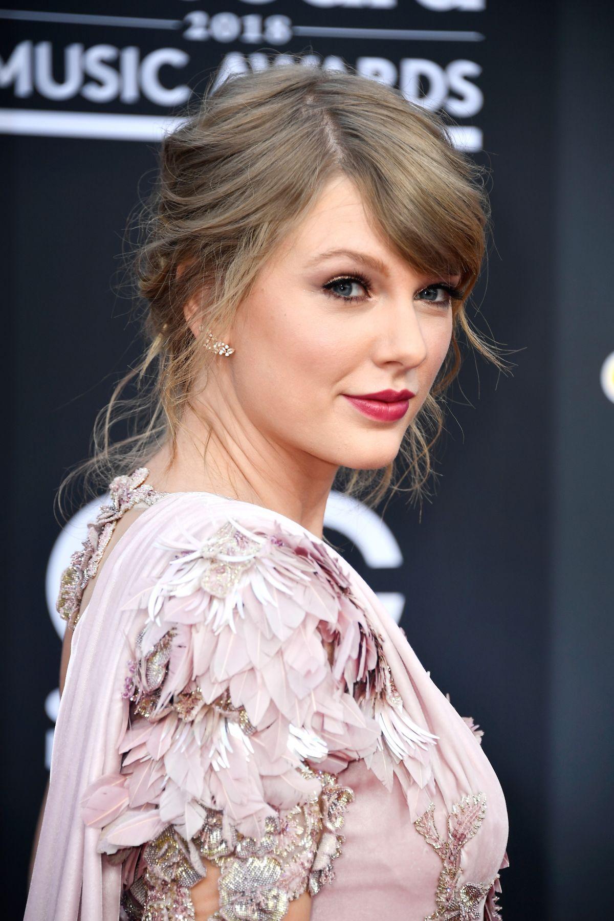 Taylor Swift Ear Cuff