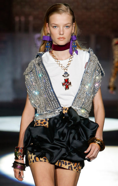 Ssquared apostou em joias no estilo barroco e muitos, muitos acessórios