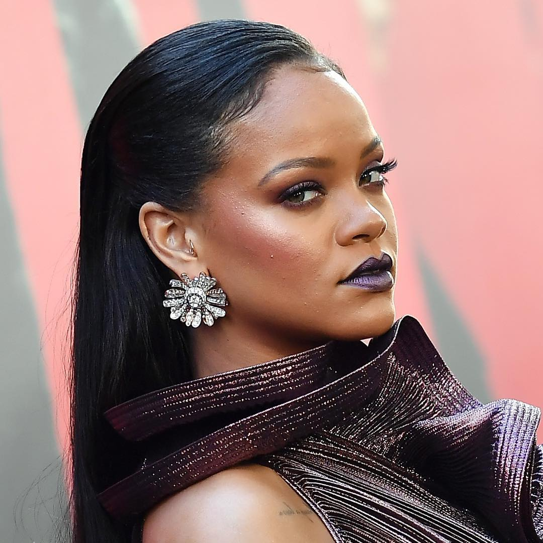 Rihanna brincos