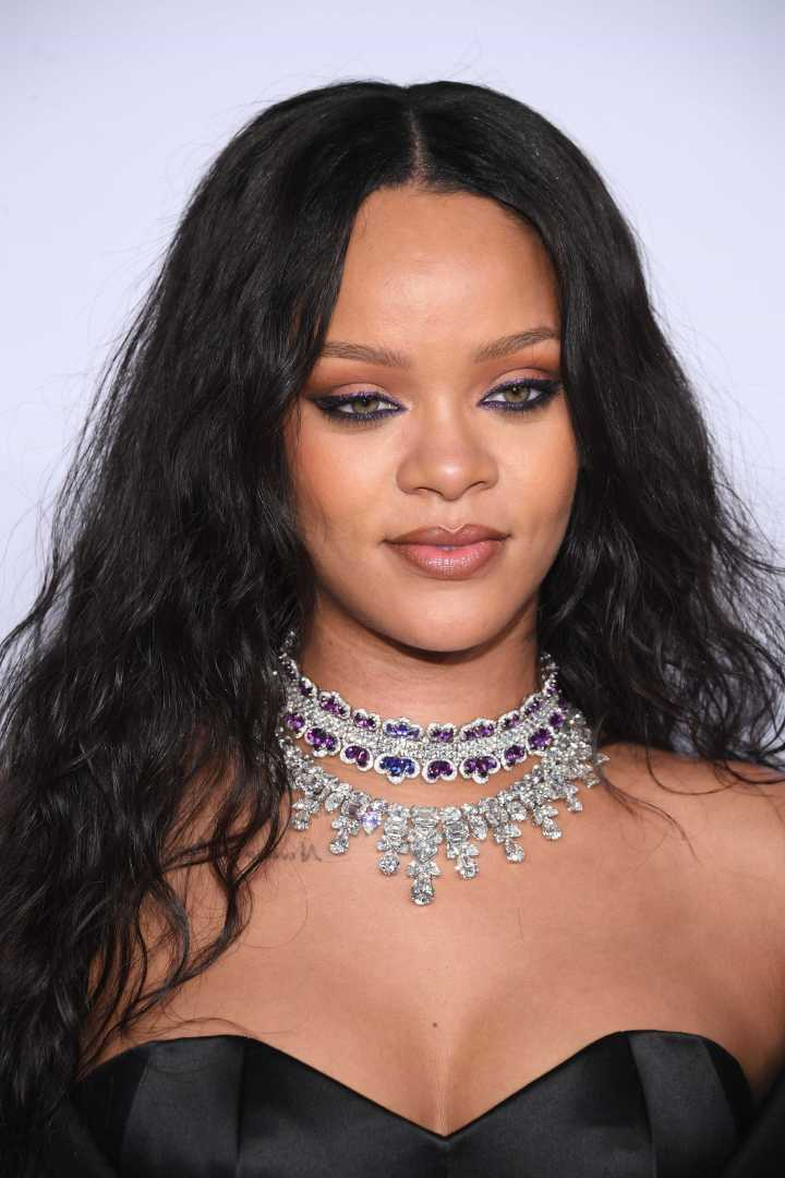 Rihanna Colar Statement