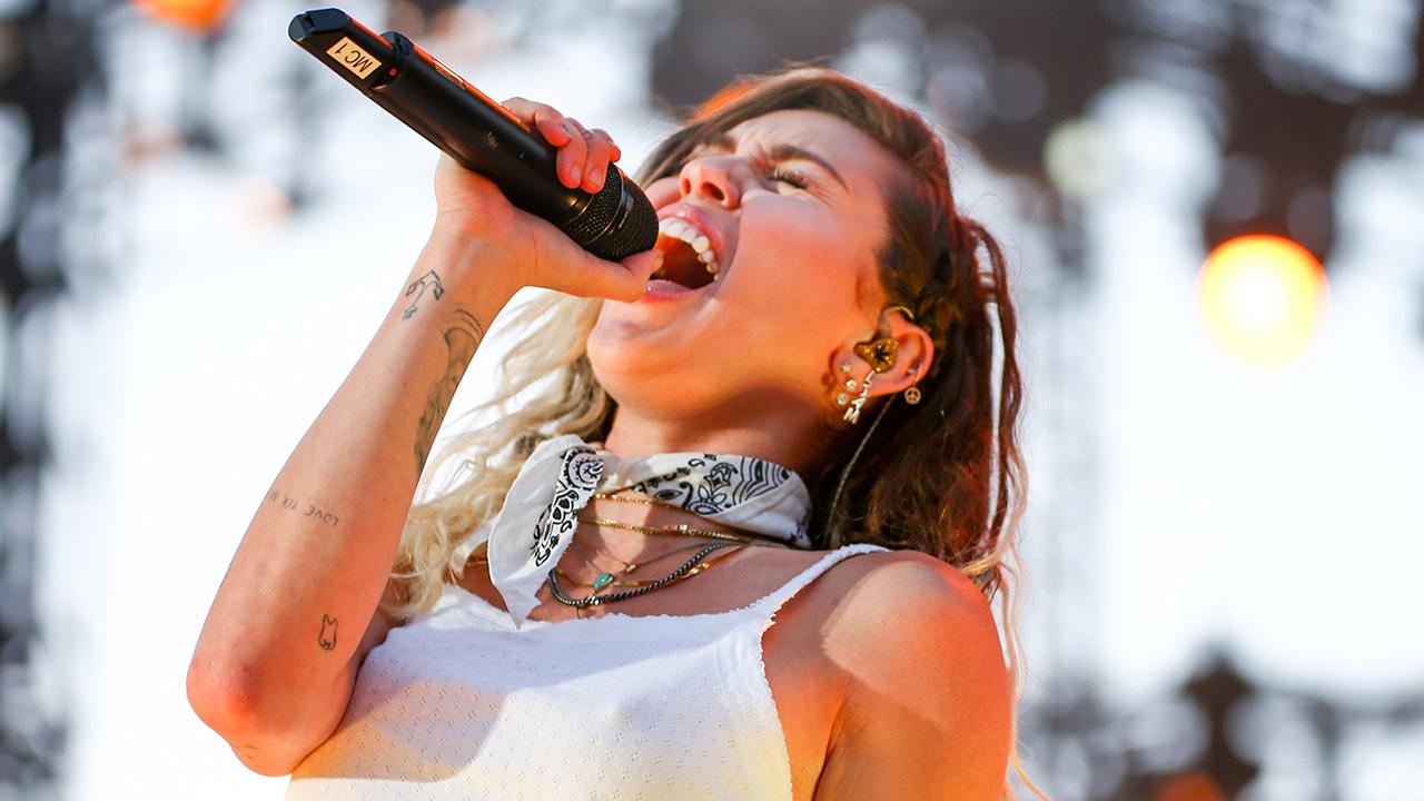 Miley Cyrus brinco liam