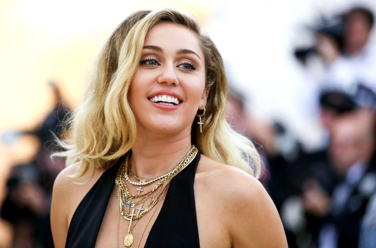 Miley Cyrus Colares MET Gala