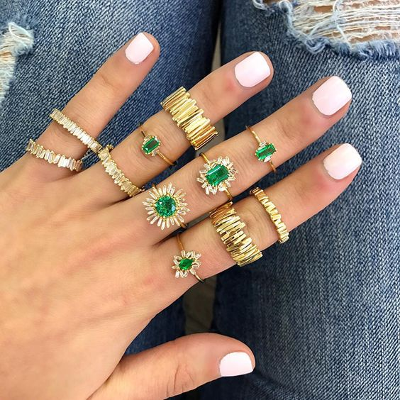 aneis dourados esmeraldas semijoias