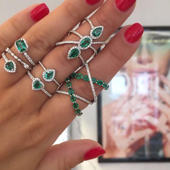 aneis prata pedras verdes semijoias finas
