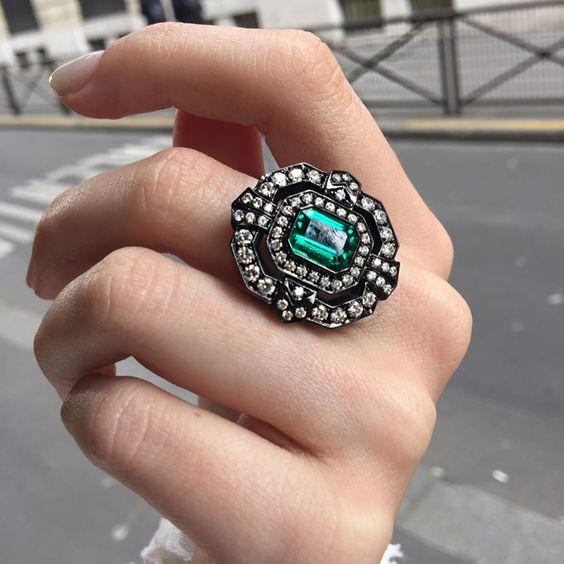 anel grande pedras verdes esmeraldas rodio negro
