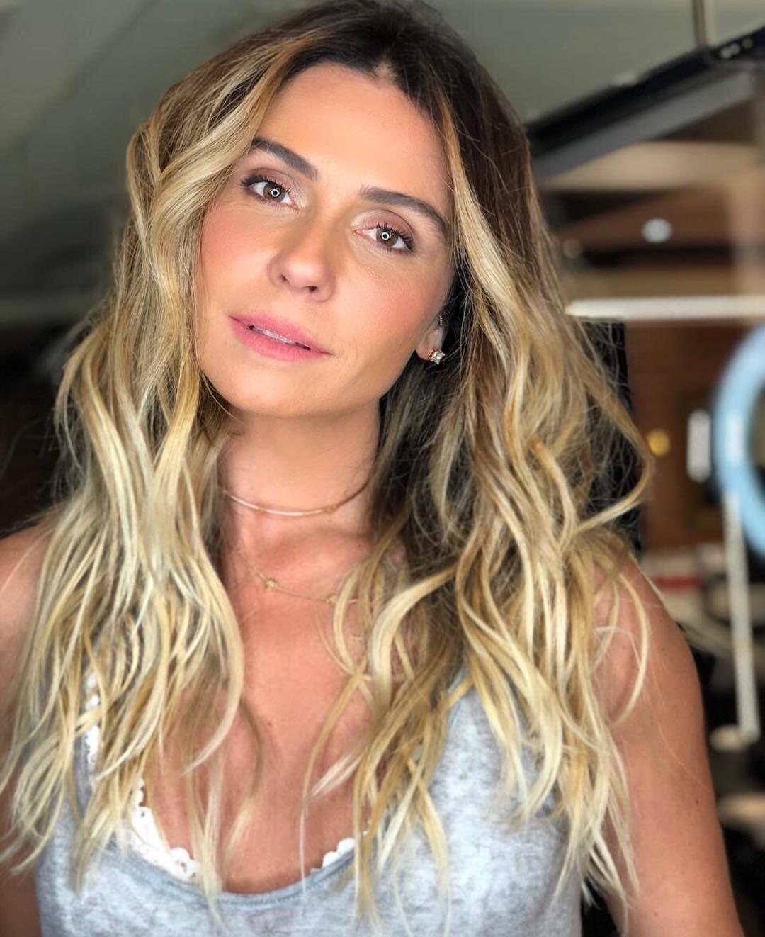 Choker dourada Giovanna Antonelli