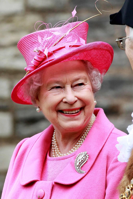 Broches da rainha elizabeth caxemira