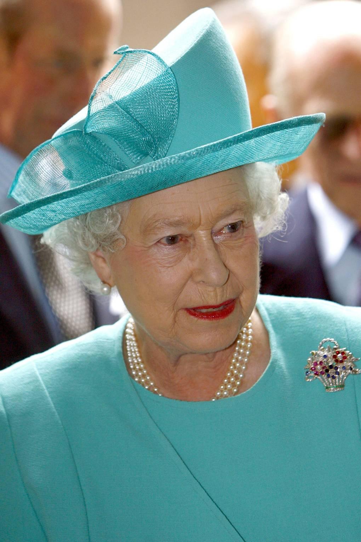 Broches da rainha Elizabeth Cesto de Flores