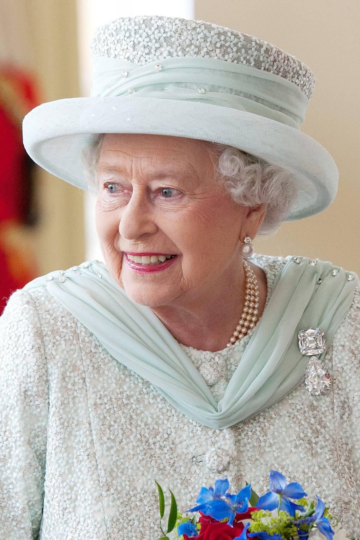 Broches da rainha Elizabeth culinan duas partes