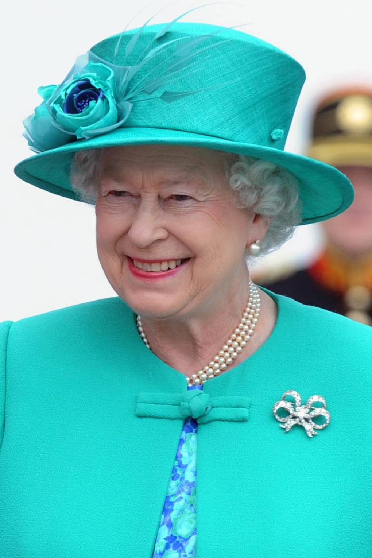 Broches da rinha elizabeth rainha vitoria