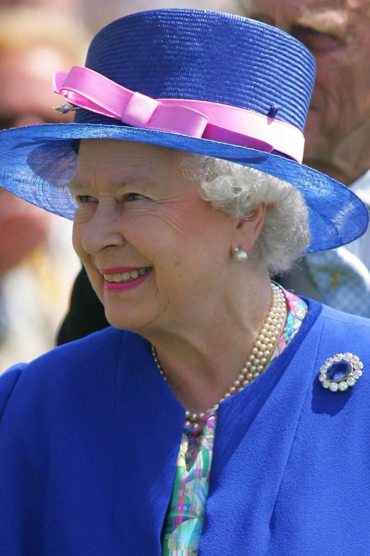 Broches da rainha elizabeth safira