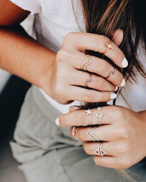 Anéis delicados combinação