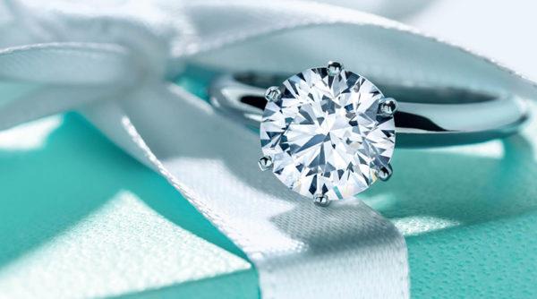Anel de noivado Tiffany