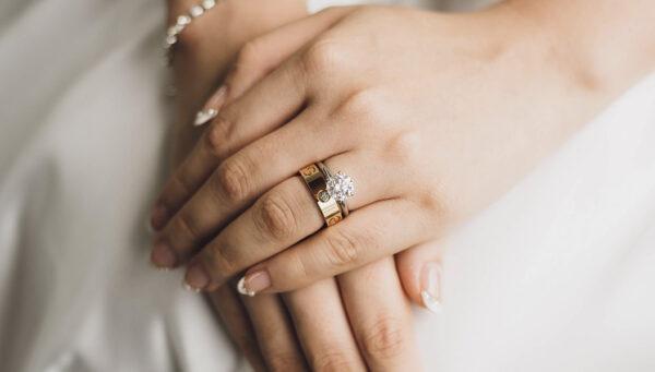 Anel de noivado com aparador