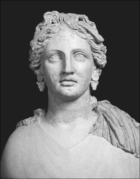 Busto de mulher romana com orelhas perfuradas