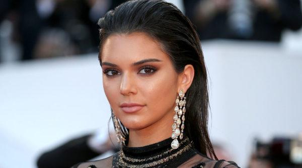 Kendall Jenner Brinco Cascata