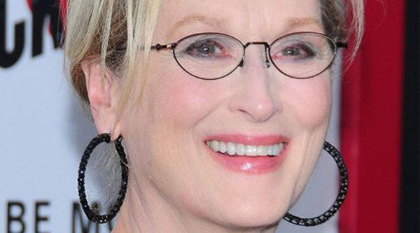 Meryl Streep brinco argola