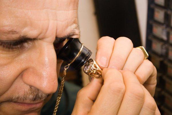 Profissional examinar ouro