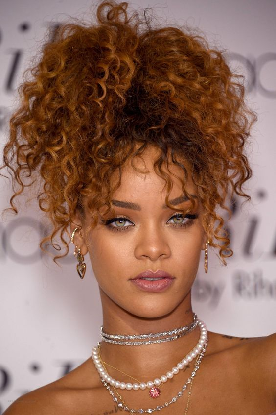 Rihanna Colar Brinco