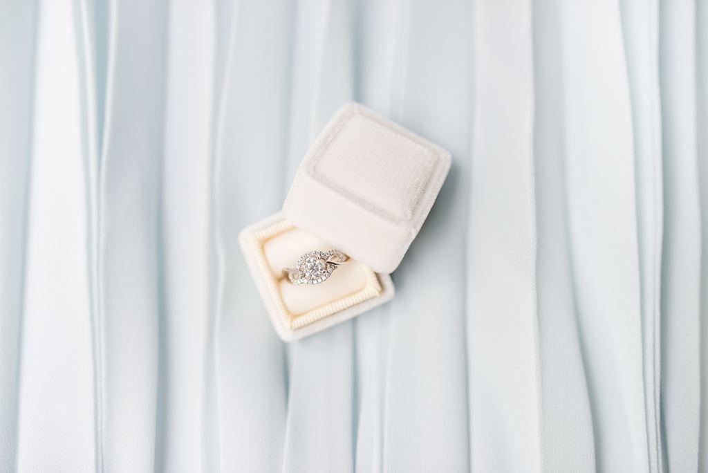 Anel Solitários podem servir como lindos presentes para boda de namoro