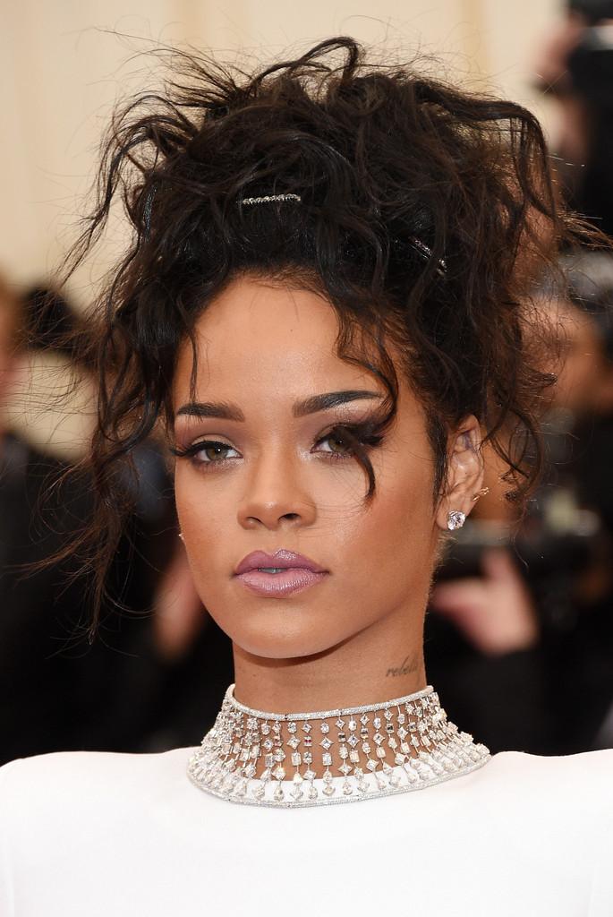 Choker Pedraria Rihanna