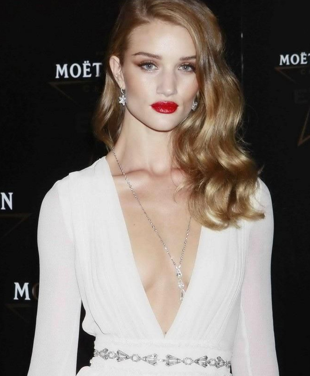 Rosie Huntington Whiteley Colar