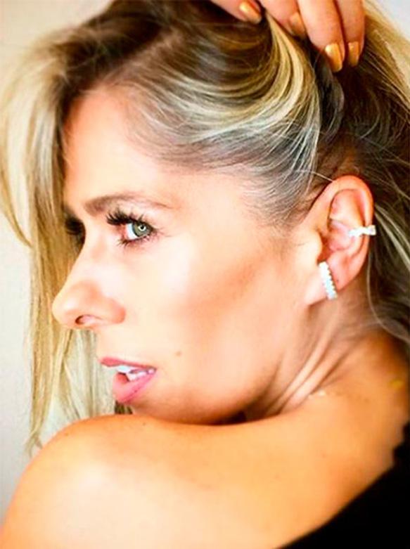 Adriane Galisteu Ear Hook