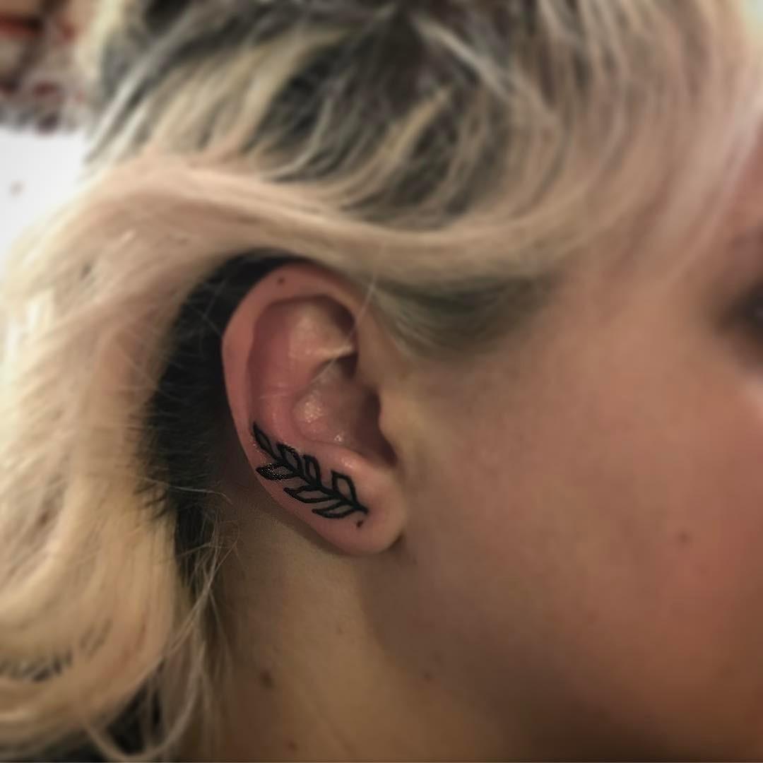 Tatuagem na orelha PB